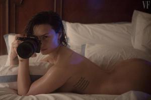 Cantora Demi Lovato fala sobre ensaio fotográfico onde mostra nudez